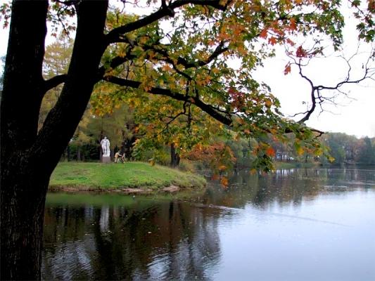 Октябрьский день в парках на Крестовском и Елагином островах Санкт-Петербурга